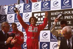 Podium: winner Alain Prost, McLaren Honda, second place Nigel Mansell, Ferrari, third place Riccardo Patrese, Williams Renault, FIA President Jean-Marie Balestre