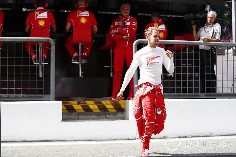 Мауріціо Аррівабене, керівник Ferrari, Себастьян Феттель, Ferrari, на піт-волі