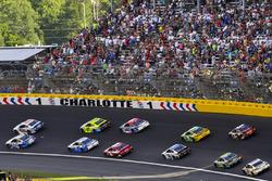 Ricky Stenhouse Jr., Roush Fenway Racing Ford nd Jimmie Johnson, Hendrick Motorsports Chevrolet