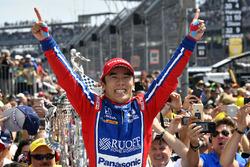 Ganador Takuma Sato, Andretti Autosport Honda celebra