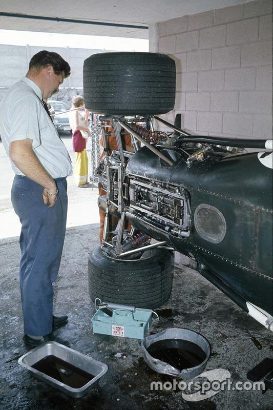 1969, Tim Parnell junto al BRM P138