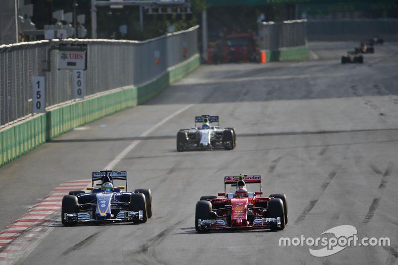 Marcus Ericsson, Sauber C35 y Kimi Raikkonen, Ferrari SF16-H