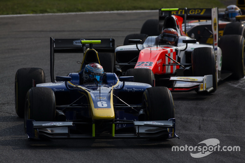 Nicholas Latifi, DAMS leads Daniel de Jong, MP Motorsport