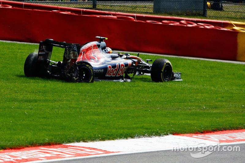 Carlos Sainz Jr., Scuderia Toro Rosso STR11 yarış dışı