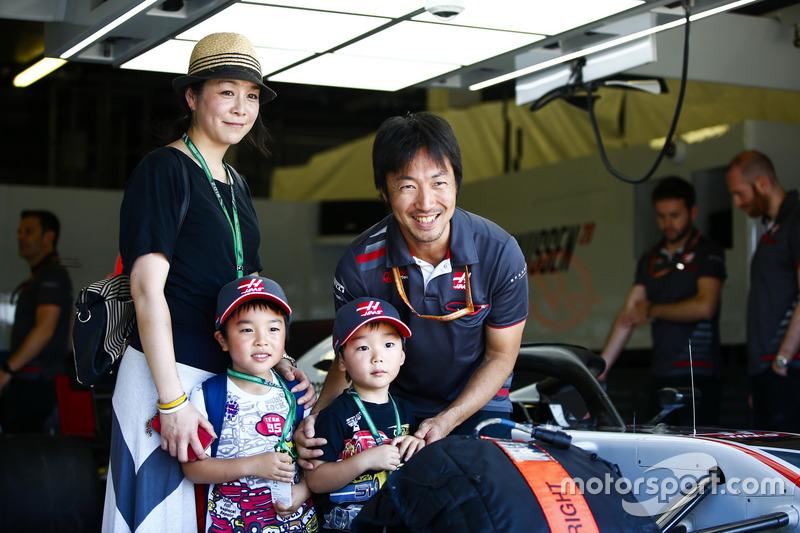 Гоночний інженер Haas F1 Team Аяо Коматсу і гості