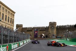Daniel Ricciardo, Red Bull Racing RB14 Tag Heuer, Pierre Gasly, Toro Rosso STR13 Honda