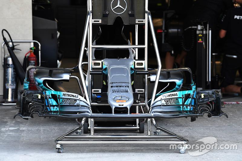Mercedes-Benz F1 W08 burun ve ön kanat