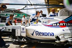 Felipe Massa, Williams FW40, is returned to the garage