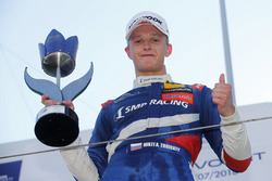Podium: winnaar Nikita Troitskiy, Carlin Dallara F317 - Volkswagen