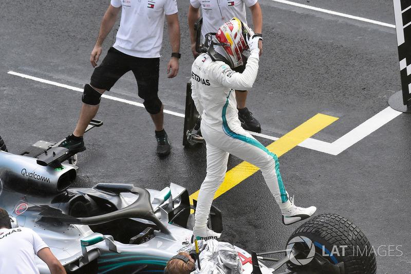 Hamilton siguió sumando números a su récord en Budapest 2018