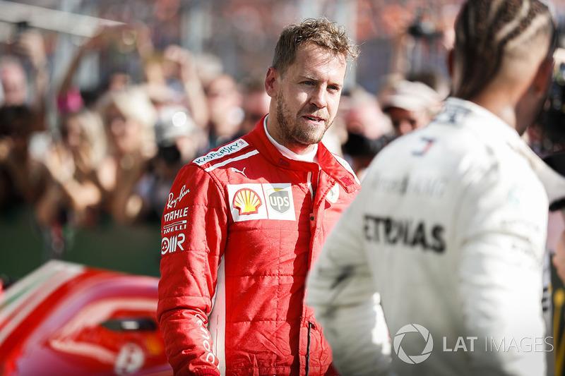 Себастьян Феттель, Ferrari и Льюис Хэмилтон, Mercedes AMG F1 в закрытом парке