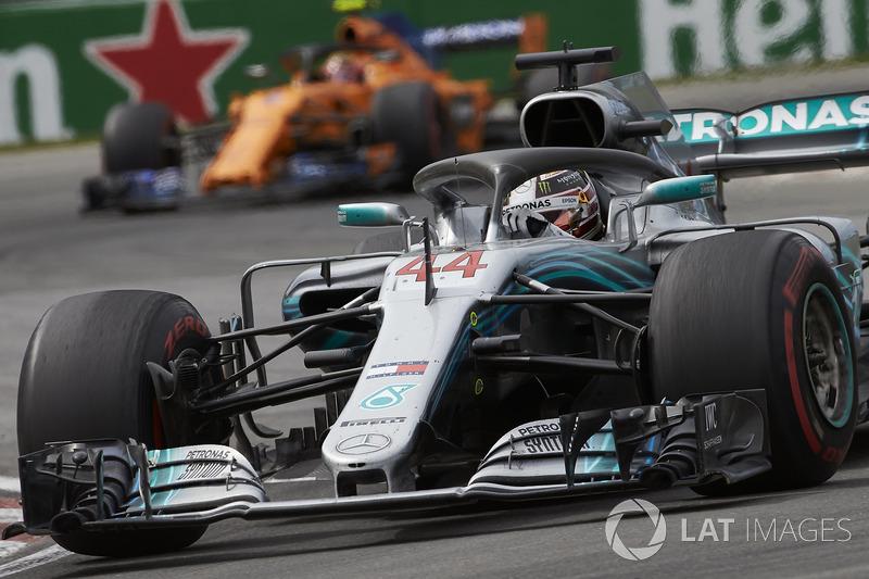 Lewis Hamilton, Mercedes AMG F1 W09, leads Stoffel Vandoorne, McLaren MCL33
