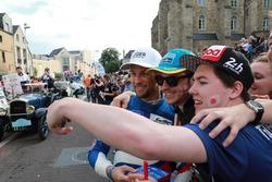 #11 SMP Racing BR Engineering BR1: Jenson Button avec des fans