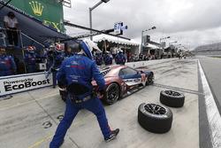 #67 Chip Ganassi Racing Ford GT, GTLM: Ryan Briscoe, Richard Westbrook, Scott Dixon, pit stop