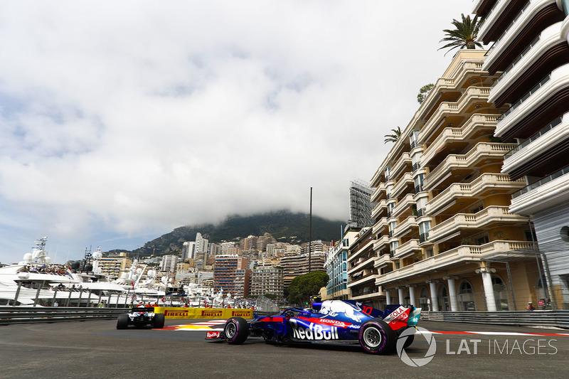 Pierre Gasly, Toro Rosso STR13, mengejar Williams