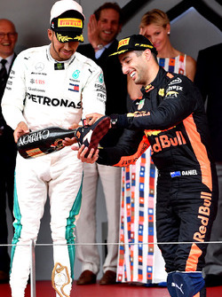 Lewis Hamilton, Mercedes-AMG F1 and Daniel Ricciardo, Red Bull Racing celebrate on the podium with the champagne