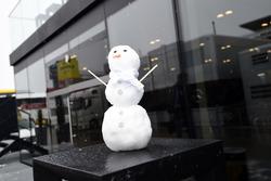 Pupazzo di neve Mercedes AMG F1