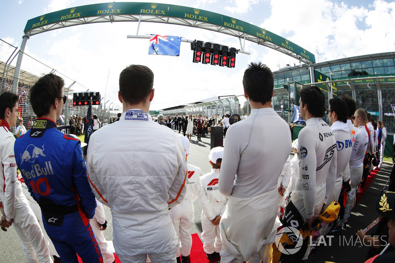 Drivers stand for the Australian national anthem. L-R: Charles Leclerc, Sauber, Pierre Gasly, Toro Rosso, Stoffel Vandoorne, McLaren, Lance Stroll, Williams Racing, Carlos Sainz Jr., Renault Sport F1 Team, and Sergio Perez, Force India