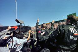 Race winner Mika Hakkinen, McLaren