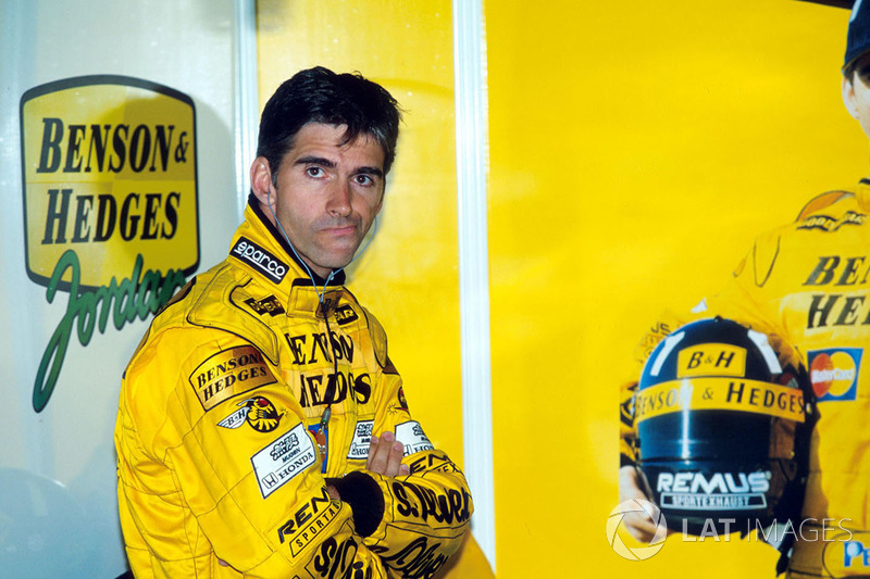 Дэймон Хилл в Спа собирался вновь бороться за привычные для чемпиона позиции: в первой тренировке он показал четвертое время, а во второй – третье. Его напарник, молодой и подающий надежды Ральф Шумахер, рискнул и сделал ставку на дождевую гонку, поэтому ни в свободных заездах, ни в квалификации скоростью не блистал