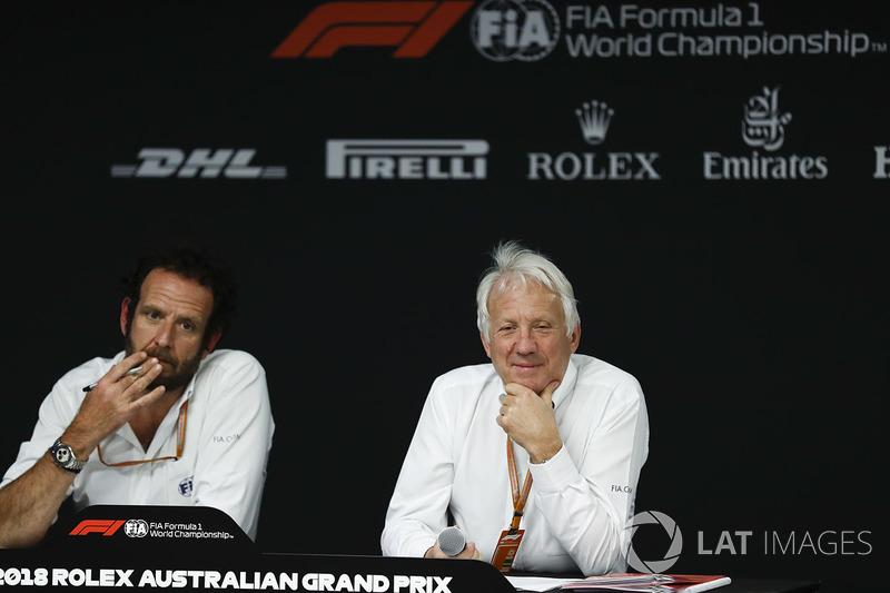 Маттео Бончиани и гоночный директор FIA Чарли Уайтинг
