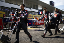 Haas F1 Team mechanics