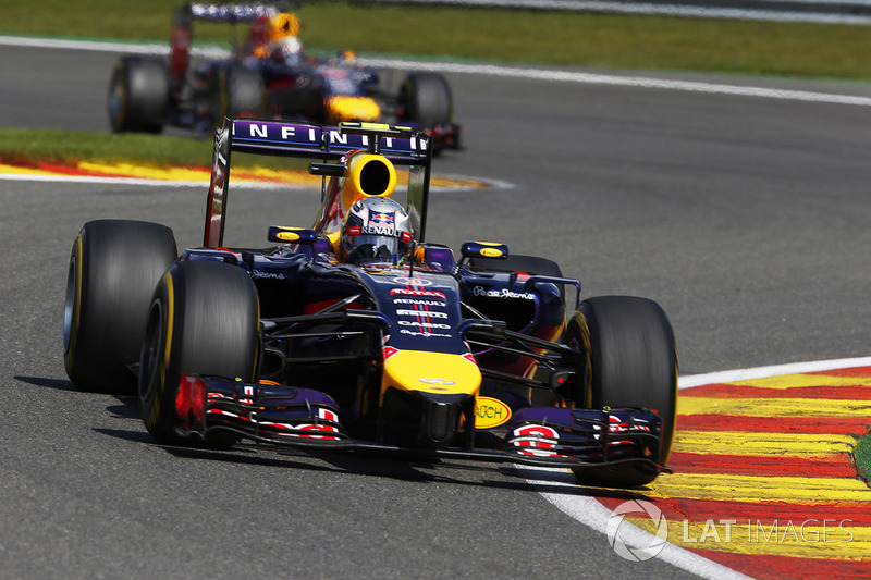 Daniel Ricciardo, Red Bull Racing RB10, lidera a Sebastian Vettel, Red Bull Racing RB10
