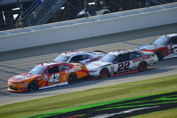 Kyle Larson, Chip Ganassi Racing Chevrolet, Cole Custer, Stewart-Haas Racing Ford, Ryan Blaney, Team Penske Ford