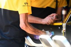 Robert Kubica, Renault Sport F1 Team, arm with injuries