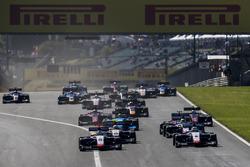 Ryan Tveter, Trident, lidera a Giuliano Alesi, Trident, Kevin Jörg, Trident, y al resto del grupo