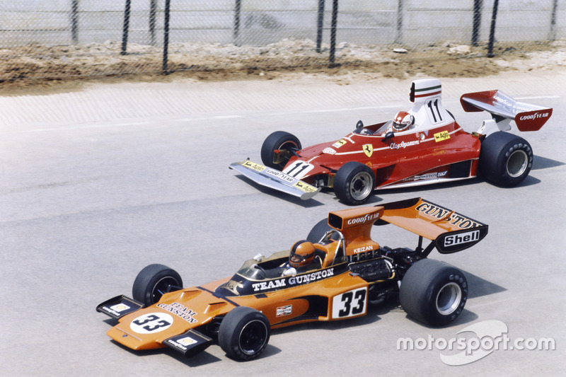 Eddie Keizan, Lotus 72E-Ford, leads Clay Regazzoni,  Ferrari 312T