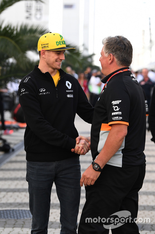 Nico Hulkenberg, Renault Sport F1 Team and Otmar Szafnauer, Force India Formula One Team Chief Operating Officer