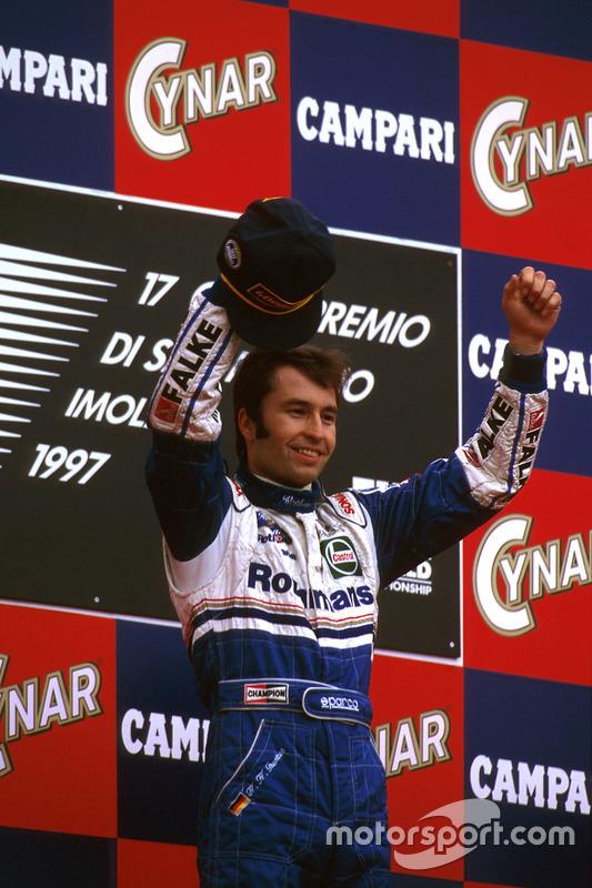 Podium: Race winner Heinz-Harald Frentzen, Williams FW19 Renault