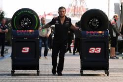 Red Bull Racing monteur en banden Pirelli
