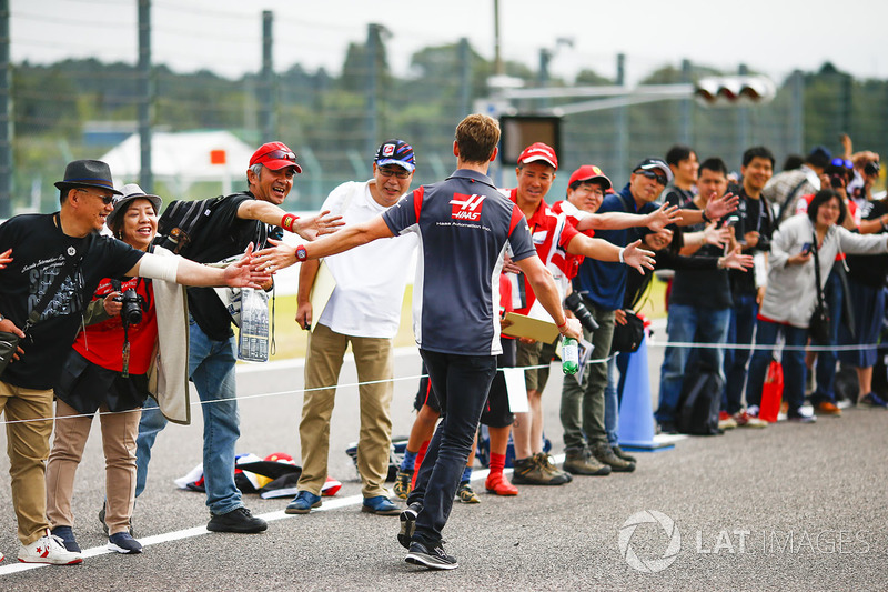 Romain Grosjean, Haas F1 Team, meets fans
