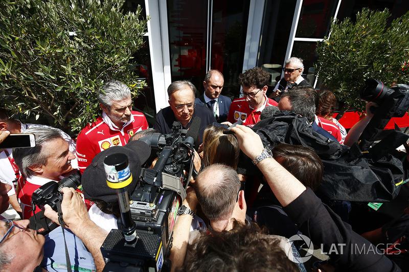 Президент FIAT Chrysler Серджио Маркионне и руководитель команды Ferrari Маурицио Арривабене