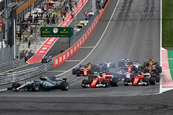 Valtteri Bottas, Mercedes AMG F1 W08 leads at the start of the race