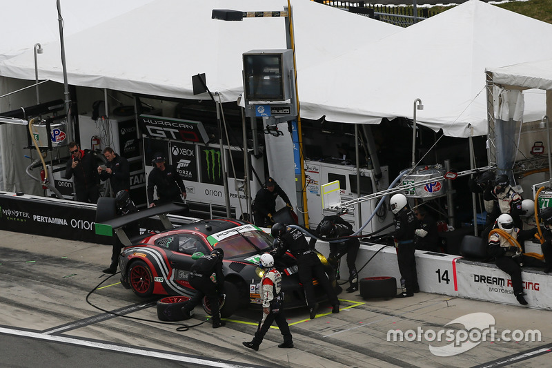 #73 Park Place Motorsports Porsche GT3 R: Patrick Lindsey, Jörg Bergmeister, Matthew McMurry, pit action