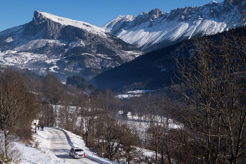 Rally acción en los Alpes