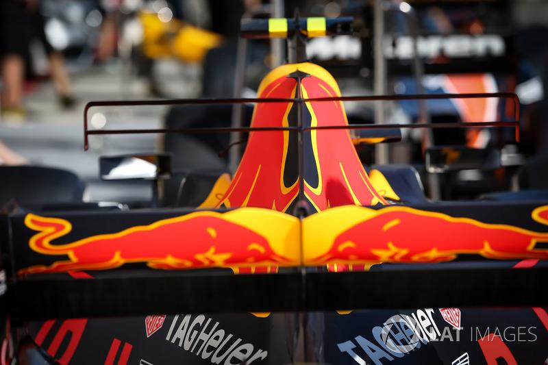 Red Bull RB13: T-Flügel