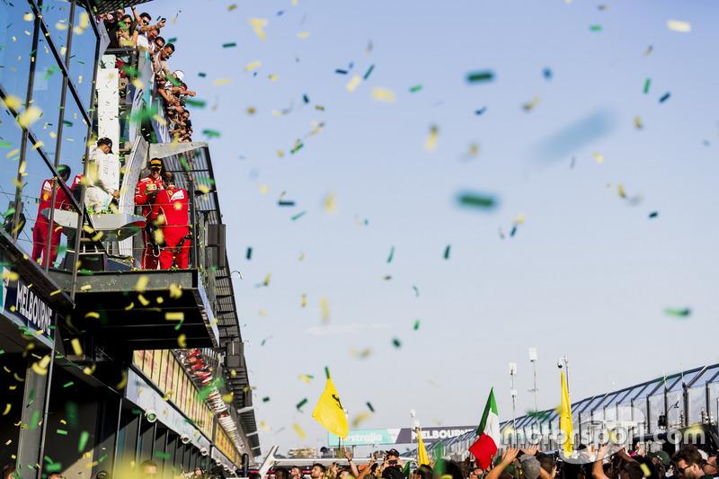 Sebastian Vettel, Ferrari, Lewis Hamilton, Mercedes AMG y Valtteri Bottas, Mercedes AMG, celebran en el podium