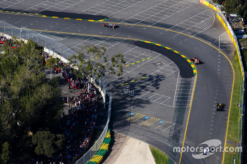 Kevin Magnussen, Haas F1 Team, VF-17; Stoffel Vandoorne, McLaren, MCL32; Jolyon Palmer, Renault Sport F1 Team, RS17; Lance Stroll, Williams, FW40