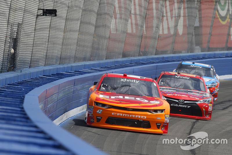 Kyle Larson, Chip Ganassi Racing, Chevrolet; Erik Jones, Joe Gibbs Racing, Toyota; Kyle Busch, Joe G