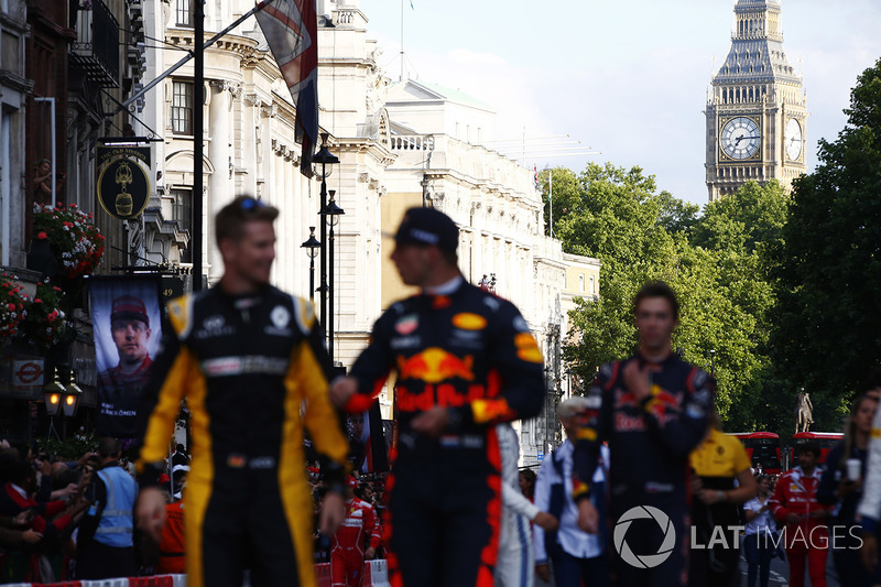 St Stevens Tower, Big Ben, detrás de Nico Hulkenberg, Renault Sport F1 Team, Max Verstappen, Red Bull