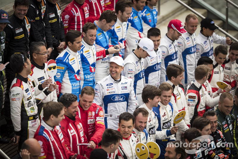 #67 Ford Chip Ganassi Racing Ford GT: Andy Priaulx, Harry Tincknell, Pipo Derani and #66 Ford Chip Ganassi Racing Ford GT: Olivier Pla, Stefan Mücke, Billy Johnson at 2017 drivers group shoot