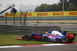 Carlos Sainz Jr., Scuderia Toro Rosso STR12, gira al inicio