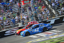 Kyle Larson, Chip Ganassi Racing Chevrolet, Martin Truex Jr., Furniture Row Racing Toyota