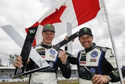 Победитель Йохан Кристофферссон, второе место – Петтер Сольберг, PSRX Volkswagen Sweden VW Polo GTi