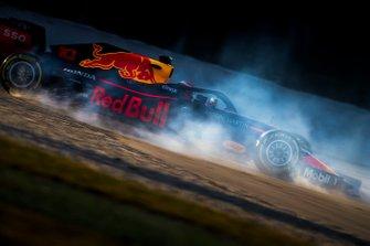 Pierre Gasly, Red Bull Racing RB15, se va a la grava