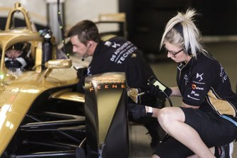 Andre Lotterer, DS TECHEETAH, DS E-Tense FE19 engineers work on his car